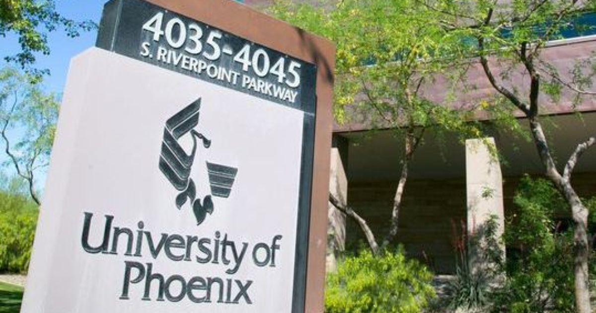 university of phoenix University of phoenix online is a good online college to use when you need flexibility i was able to sign up for a class the day and started, which was really convenient the classes are also shorter than a normal term, which is really beneficial when you need to take multiple classes.