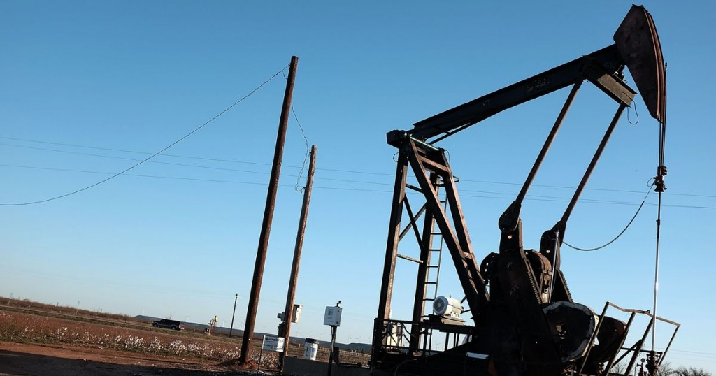 oil in texas The boom of texas oil production has caused a new surge of wealth in southeast and central cities and is changing local economies.