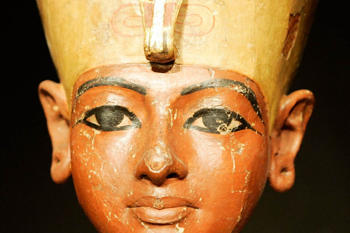 king tutankhamun Tutankhamun: boy king of egypt you are the ruler of one of the most powerful and oldest kingdoms you decide life and death for your people and all that you see, you command.