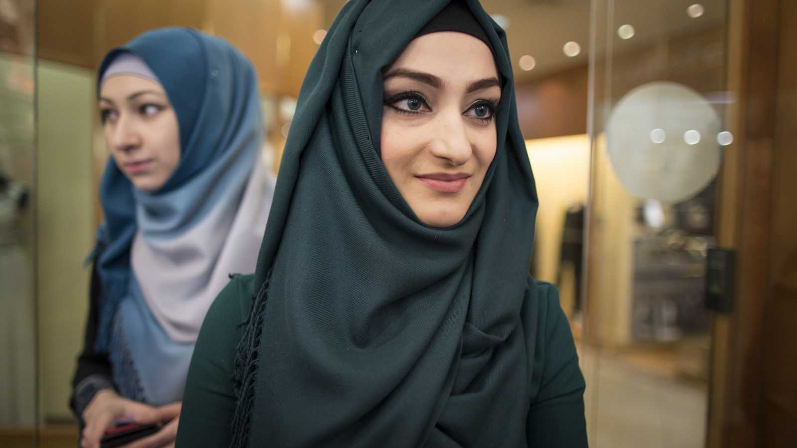 daviston muslim women dating site As muslim singles in the us know all too well, life only gets busier and more complicated with age between work, friends, family and faith, there's little time left for finding love as the leading site for professional singles , elitesingles caters well for those with a hectic schedule.